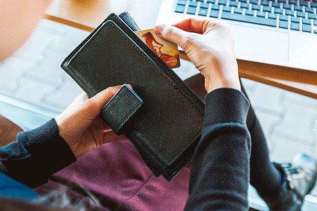 海外でのお金の管理はどうしてる?