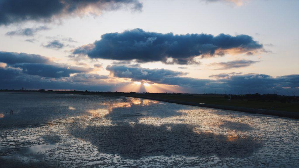 イソップ物語の北風と太陽